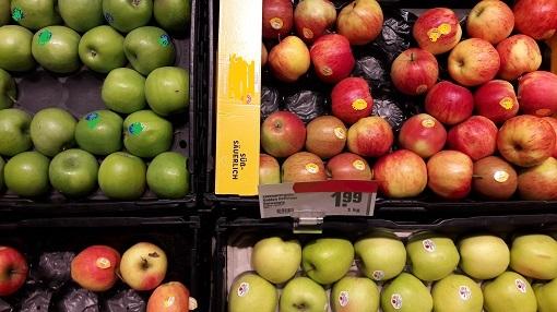 Äpfel im Supermarkt