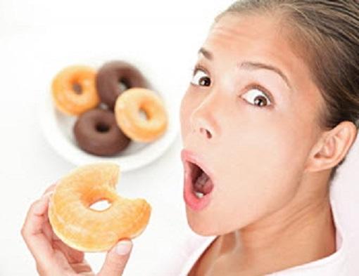 Frau mit Donuts